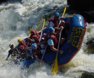 Abenteurer auf dem Fluss mit einem Schlauchboot puzzle
