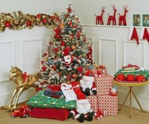Absolut geschmückten Weihnachtsbaum und Geschenke puzzle