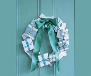 Adventskranz aus Pappkartons und Krawatte puzzle