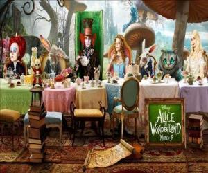 Alice ist der Ehrengast bei der wütende Tee-Party puzzle