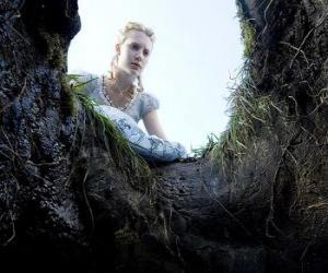 Alice (Mia Wasikowska) in das Loch fallen Kaninchen wird es ein Wunderland puzzle