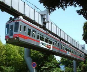 Angehaltene Einschienenbahn. Passagiere von der Monorail, genießen die Aussicht auf dem Messegelände puzzle