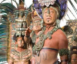 Aztec Priester machte eine Opfergabe an die Götter puzzle