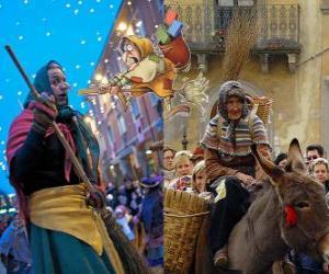 Befana ist eine lächelnde alte Frau auf einem Besen fliegen Durchführung Süßigkeiten oder Kohle, die Kinder in Italien puzzle