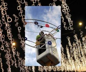 Betreiber Platzierung ornamentalen Weihnachtsbeleuchtung puzzle