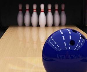 Bowling. Kugelrollen in Richtung die Pins puzzle