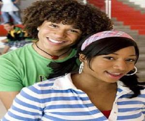 Chad (Corbin Bleu), Taylor (Monique Coleman) puzzle