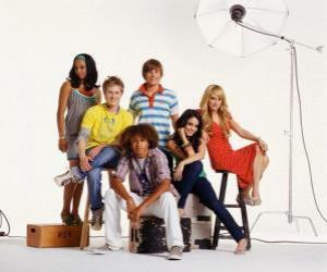 Chad (Corbin Bleu), Taylor (Monique Coleman), Gabriella Montez (Vanessa Hudgens) Troy Bolton (Zac Efron), Sharpay Evans (Ashley Tisdale), Ryan Evans (Lucas Grabeel) puzzle