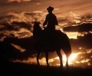 Cowboy reiten in der dämmerung oder puzzle