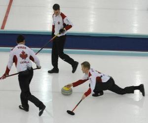 Curling ist ein Präzisions-Sport wie Schüsseln oder Boccia Englisch, durchgeführt in eine Eisbahn. puzzle