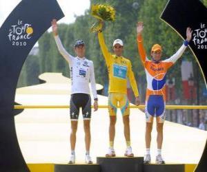 Das Podium der 97. Tour de France: Alberto Contador, Andy Schleck und Denis Mentschow, in Arc de Triomphe und den Champs Elysees Hintergrund puzzle