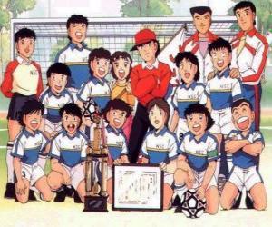 Das Team von Captain Tsubasa mit einer Trophäe puzzle