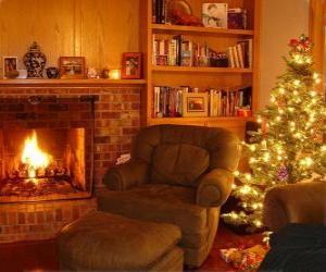 Das Wohnzimmer eines Hauses in der Weihnachtsnacht auf dem Feuer und der Baum mit Geschenken puzzle