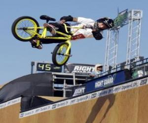 Die akrobatische BMX ist eine Form des Radfahrens puzzle