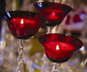Drei Kerzen in Kristalllüster puzzle