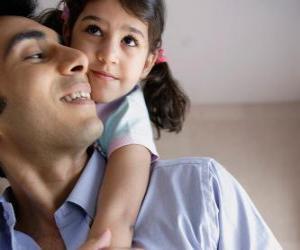 Eine große Umarmung für Vater ist das beste Geschenk puzzle