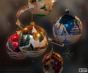 Fünf Weihnachtskugeln puzzle