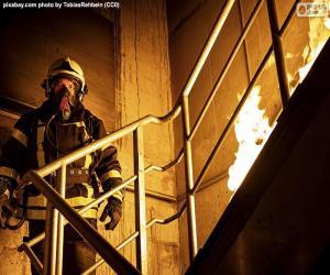 Feuerwehrmann auf brennender Leiter puzzle