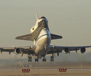 Flugzeug mit einen Space shuttle puzzle