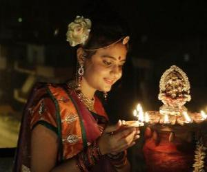 Frau kniend mit einer öllampe in der hand in die feier des Diwali puzzle