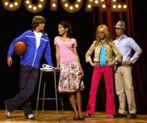 Gabriella Montez (Vanessa Hudgens), Troy Bolton (Zac Efron), Ryan Evans (Lucas Grabeel), Sharpay Evans (Ashley Tisdale) ein plan erfüllte puzzle