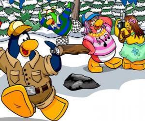 Gruppe Pinguine drehen den Tag im Freien genießen den Schnee puzzle