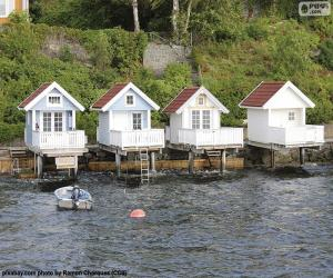 Häuser am See, Norwegen puzzle