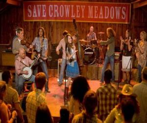 Hannah Montana (Miley Cyrus) die Ausführung eines seiner Lieder in Crowley Corners, der Stadt, der Geburt bis zum Miley gab. puzzle