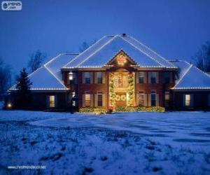 Haus dekoriert mit Weihnachtsschmuck puzzle