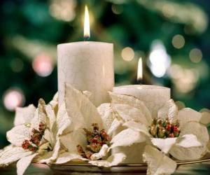 Herzstück mit zwei Kerzen und weißen Blumen puzzle