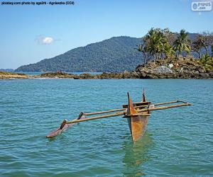 Holzkanu an der Küste Afrikas puzzle