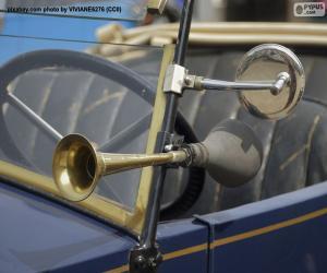 Horn und Rückspiegel eines alten Autos puzzle