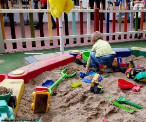 Kind im Sandkasten puzzle