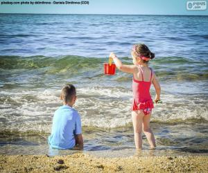 Kinder freuen sich über den Strand puzzle