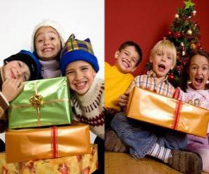Kinder mit Weihnachtsgeschenken puzzle
