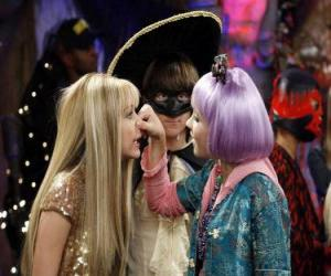 Lilly drückt seine Nase an Hannah Montana nach den wachsamen Augen von Oliver. puzzle