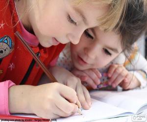 Mädchen zeichnen puzzle