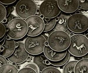 Medaillen mit den Zeichen des chinesischen Tierkreises puzzle
