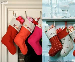 Mehrere hängen Weihnachten Strümpfe voller Geschenke puzzle