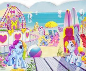Mehrere kleine Ponys am Strand. My Little Pony puzzle