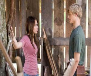 Miley Stewart (Miley Cyrus) spricht mit Travis Brody (Lucas Till) puzzle