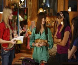 Mitchie Torres (Demi Lovato) von Tess Tyler (Meaghan Jette Martin) und Margaret  puzzle
