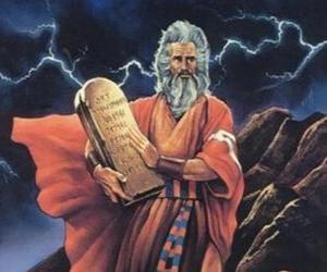 Moses mit den tabletten des gesetzes über die geschrieben sind die zehn gebote puzzle