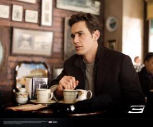 Peter Parker, nachdenklich sitzen in einem New York cafetria puzzle