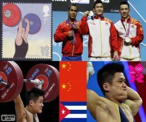 Podium im Gewichtheben Klasse bis 77 kg Männer, Lu Xiaojun, Wu Jingbao (China) und Iván Rodríguez (Kuba) - London 2012 - ändern puzzle