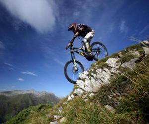 Radfahrer bereit für ein Downhill-Rennen auf dem Rad puzzle