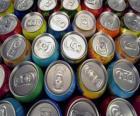 Dosen getränke wie bier oder alkoholfreies getränk mit gas