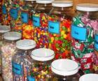 Glas containers mit verschiedenen arten von süßigkeiten
