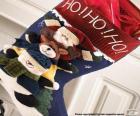 Weihnachts-socke mit ornamenten und geschenke