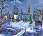 Kirche in der Weihnachtszeit mit Tannen unter den Sternen